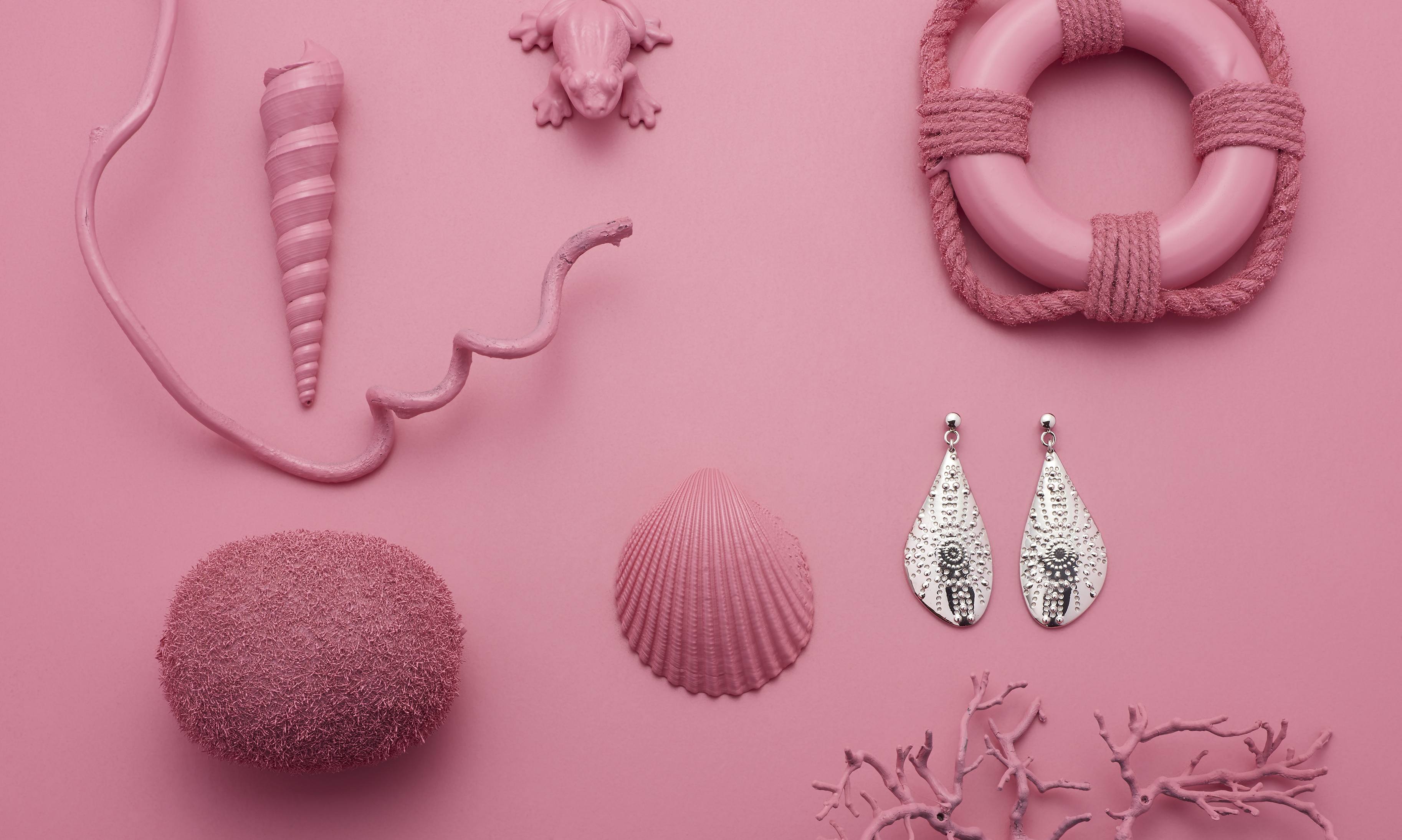 collection fond rose, boucles d'oreilles coquillage argent strass, 59€, Energetix